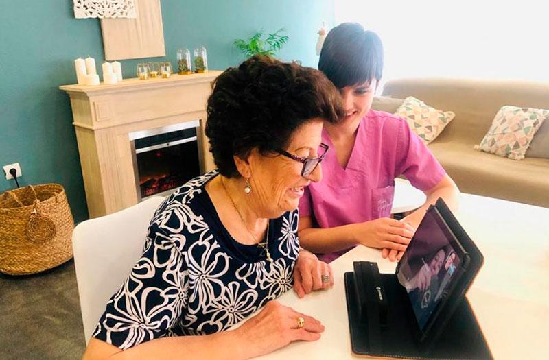 ELVIRA 4 - Residencia Elvira Otal: un abrazo virtual que abre una ventana al mundo exterior